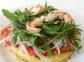 Mini pizza de polenta con langostinos